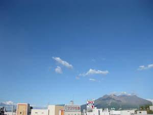 夏らしくなってきた空の様子(1) 桜島方面 20110710