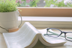 本と植物.jpg